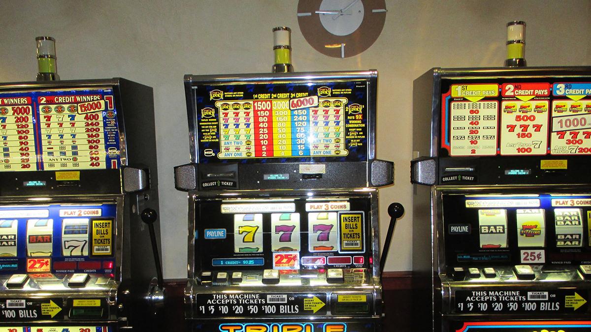 Zastupitelstvo Ústí si odhlasovalo zákaz hazardu. Madar (UFO) se bojí ztrát milionů do rozpočtu