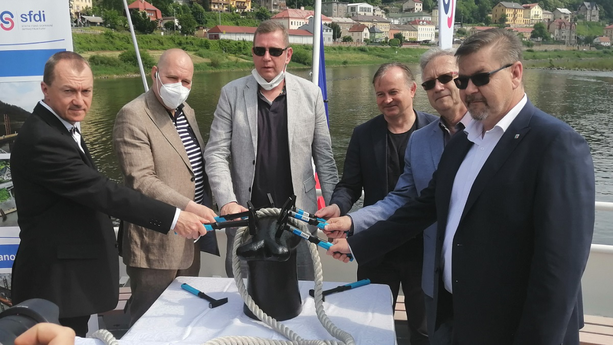 Z jedné řeky načisto. ŘVC otevřelo vývaziště ve Hřensku a zahájilo stavbu v Děčíně